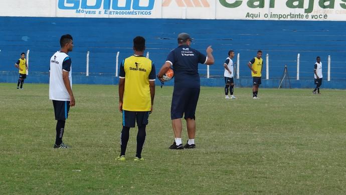 Ronaldo Bagé comanda treino no Mutange  (Foto: Nívio Dorta/GloboEsporte.com)