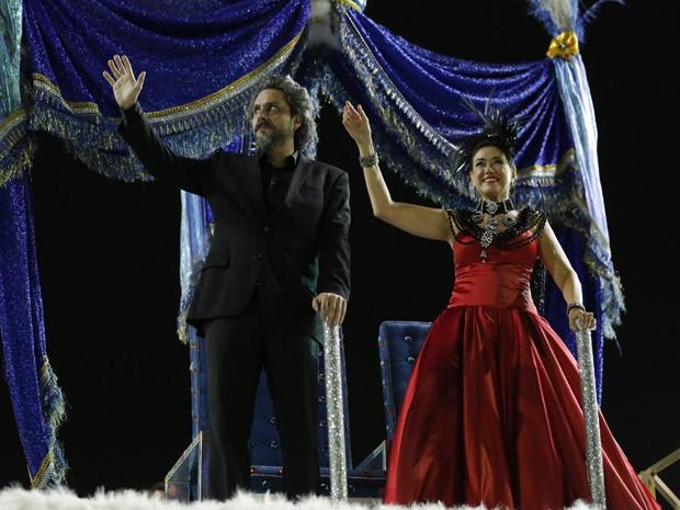 Alexandre Nero e Lilia Cabral gravam desfile de Carnaval (Foto: Felipe Monteiro / Gshow)