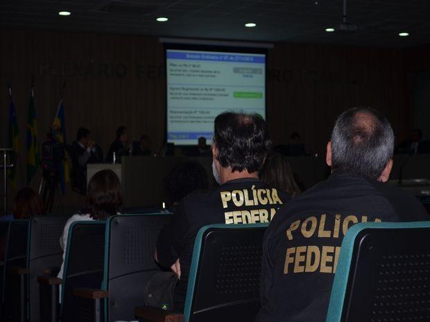 Polícia Federal acompanha julgamento  (Foto: Tássio Andrade/G1)