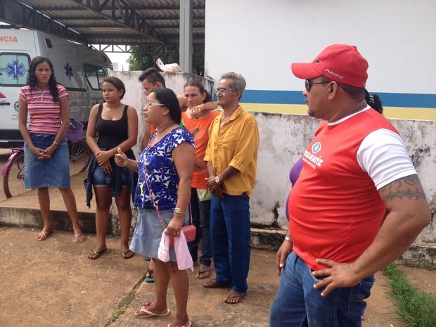 Parentes denunciam que a falta de ambulância em Guajará-Mirim. O único veículo em condições de viagem está na oficina há mais de uma semana. (Foto: Junior Freitas/G1)