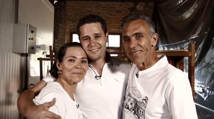 Pedro Leonardo acompanha o precesso de produção dos queijos artesanais, na fazenda Atalaia em Amparo (SP) (Foto: reprodução EPTV)