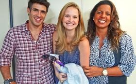 Raoni Carneiro recebe visita da esposa Fernanda Rodrigues