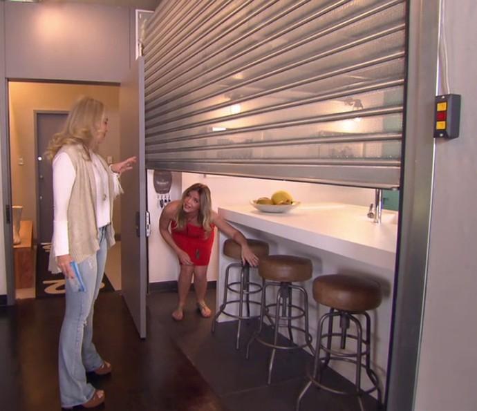 Angélica conhece barzinho da casa de Mariana Santos (Foto: TV Globo)