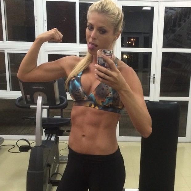 Caroline Bittencourt exibe o físico (Foto: Instagram/ Reprodução)
