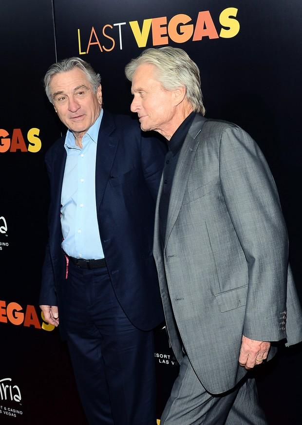 Robert De Niro e Michael Douglas (Foto: ETHAN MILLER / GETTY IMAGES NORTH AMERICA / AFP)