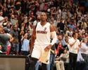 Wade diz ter orgulho da carreira do amigo Larry Taylor, mesmo sem NBA