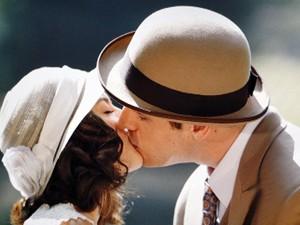 Juvenal e Lindinalva se beijam pela primeira vez (Foto: Gabriela / TV Globo)