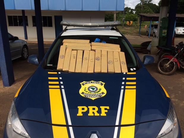 Droga estava escondida dentro de mala  (Foto: Divulgação/PRF)