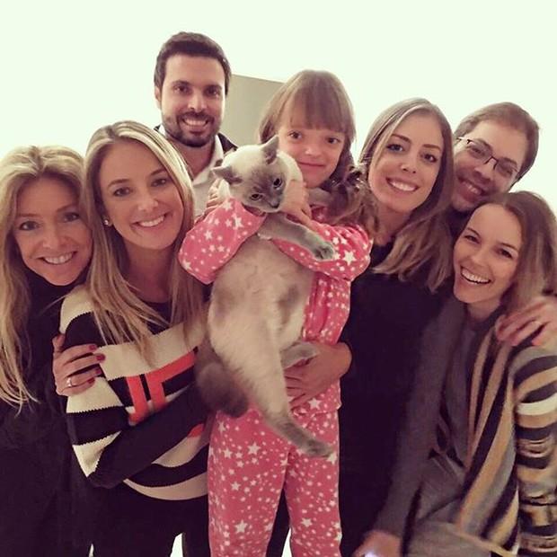 Ticiane Pinheiro com Sacha Chryzman, Fabiana Justus e o marido,  Bruno D'Ancona, Ricardo Justus e sua mulher, Fran Fischer, e Rafinha  (Foto: Reprodução/Instagram)