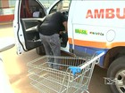 Ambulância é usada por motorista para fazer compras em Bacabal, MA