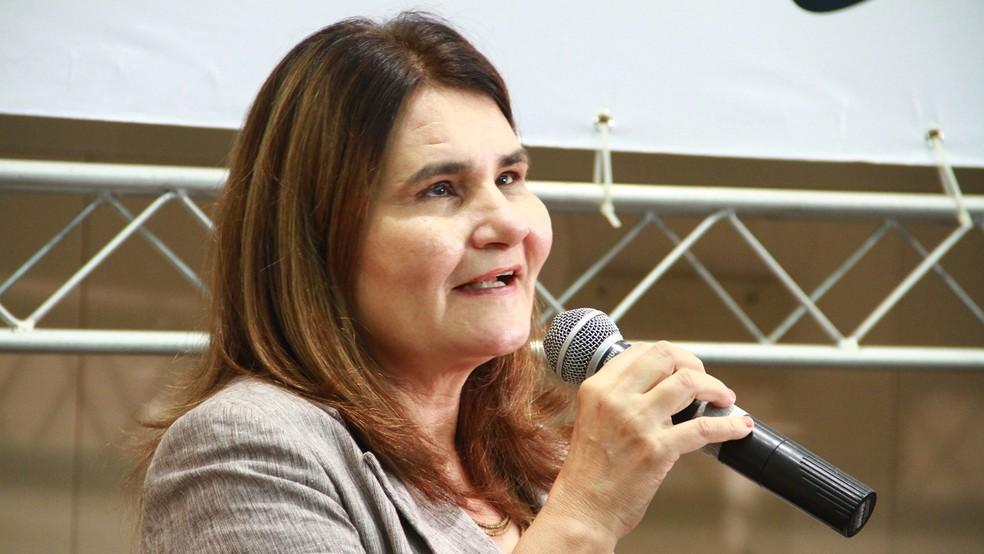 Professora Joana Belarmino tem deficiência visual e não consegue acessar os sistemas da UFPB (Foto: Rizemberg Felipe/Jornal da Paraíba)