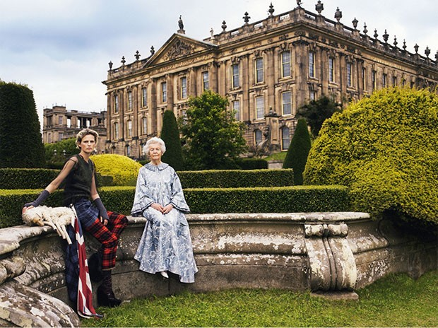 Stella Tennant with her grandmother, Deborah Devonshire, at Chatsworth (2006) (Foto: MARIO TESTINO)
