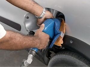 Anúncio de reajuste no combustível para esta semana (Foto: Reprodução/Tv Grande Rio)