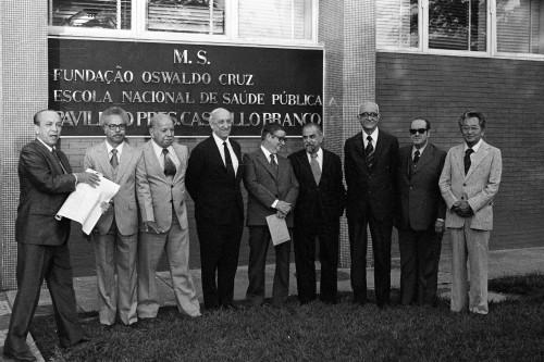 Foto (Foto: Cientistas do Instituto Oswaldo Cruz cassados em 1970 são homenageados em 1979; Herman Lent (o quarto da esquerda para a direita) escreveu um livro sobre o caso / José Vasco / 31-01-1979)