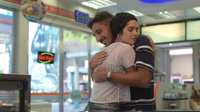 Flávia e Misael estão cada vez mais próximos (Foto: TV Globo)
