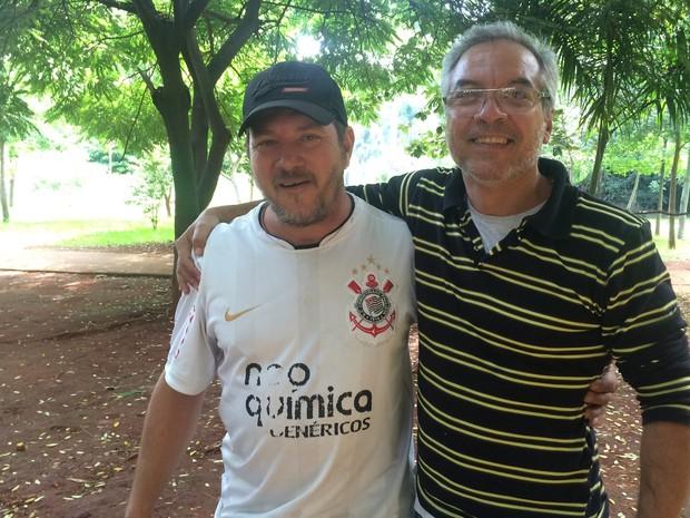 Funcionários públicos José Coelho de Lima e Darivan Nogueira afirmam que gostam do horário de verão, em Goiás (Foto: Vitor Santana/G1)