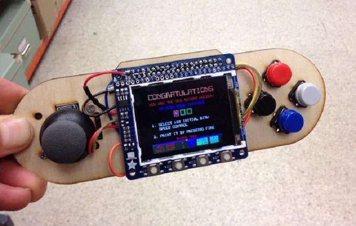 Internautas criam videogame portátil usando Raspberry Pi