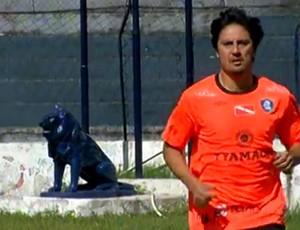 Zagueiro Ávalos foi apresentado oficialmente como contratação do Remo (Foto: Reprodução/TV Liberal)