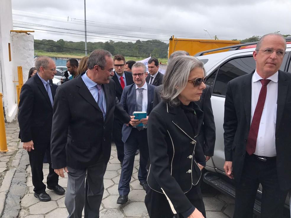 Carmen Lúcua visitou o Complexo do Curado, no Recife, e evitou falar com a imprensa (Foto: Thays Estarque/G1)