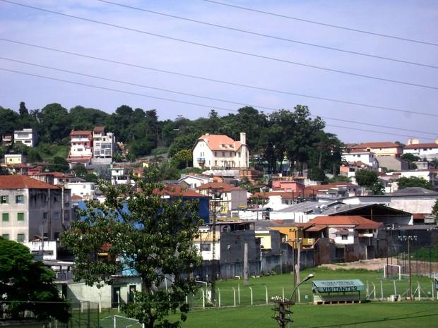 O imóvel em registro feito em 2008, antes do início da construção das torres (Foto: Alexandre Pimenta/ Pirituba Net/VC no G1)