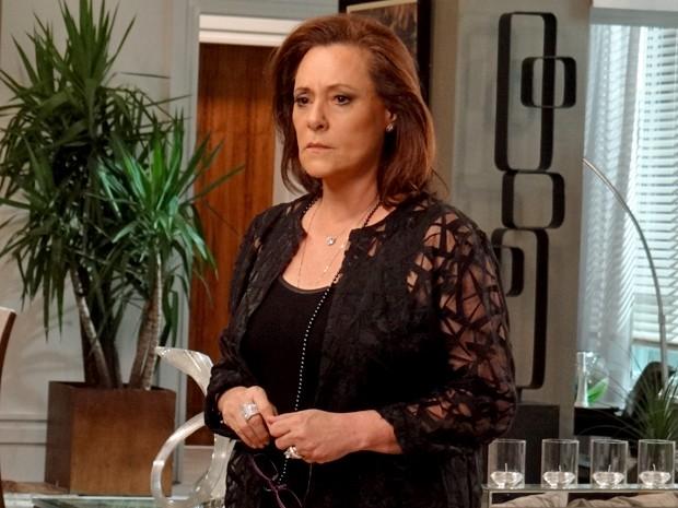 Mulher sofisticada afirma não ser Tina e diz não reconhecer Laura (Foto: Rodrigo Brisolla/ Gshow)