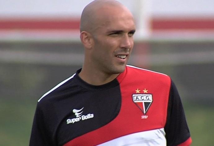 Éder Sciola, lateral do Atlético-GO (Foto: Reprodução/TV Anhanguera)