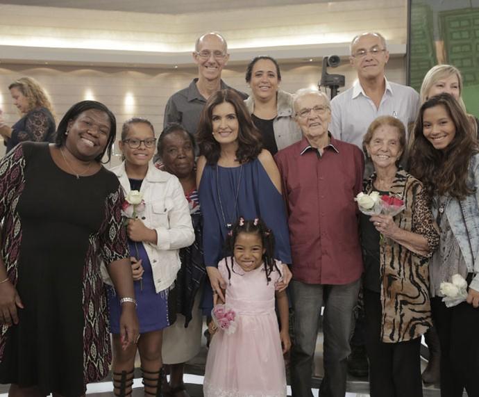 Fátima tira foto com a plateia do programa  (Foto: Ellen Soares/Gshow)