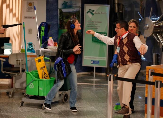 Priscila Fantin, Eri Johnson e Heloísa Périssé em Tomara que Caia (Foto: Artur Meninea/Gshow)