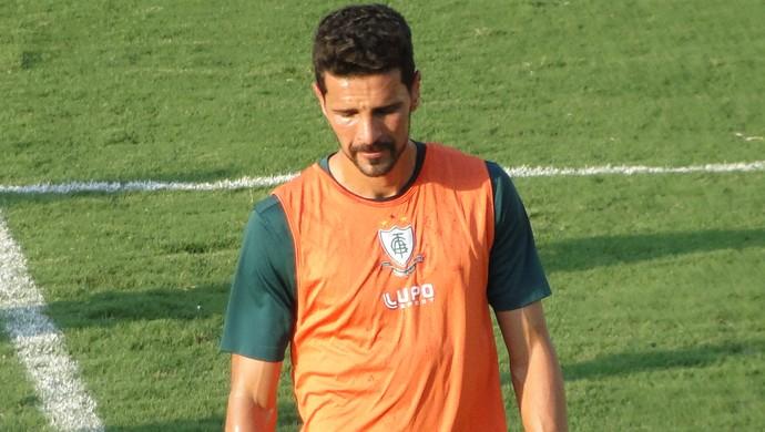 Leandro Guerreiro treina no CT Lanna Drumond (Foto: Lucas Borges)