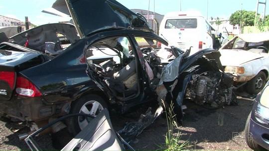 Acidente entre carro e caminhão deixa dois mortos em trecho da PR-323