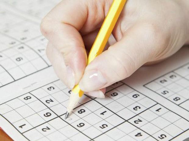 O segundo grupo teve que completar exercícios de palavras cruzadas e Sudoku (Foto: BBC/Thinkstock)