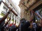 Argentinos protestam contra missão do príncipe William nas Malvinas