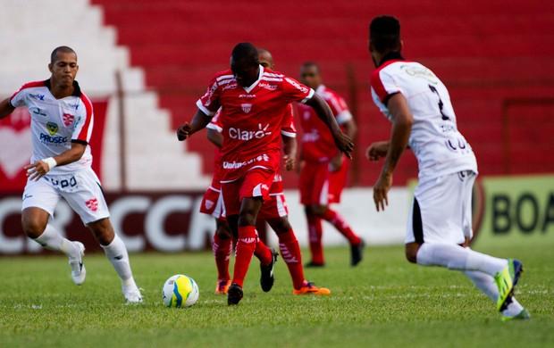 lance do jogo entre Linense e Mogi Mirim (Foto: José Luis Silva / Agência Estado)
