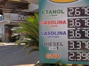 Em alguns postos de Cuiabá, o litro do etanol é vendido a R$ 2,67 (Foto: Reprodução/TVCA)