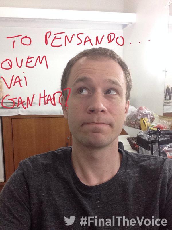 Tiago Leifert faz cara engraçada para mandar seu recado (Foto: Twitter)