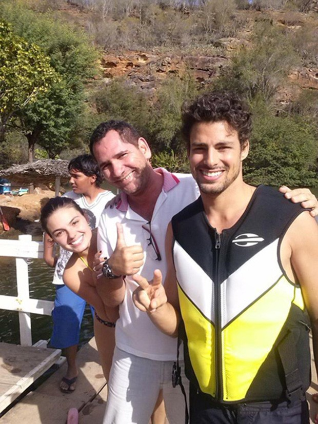 Cauã Reymond, Genilson e Isis Valverde (Foto: Reprodução / Facebook)