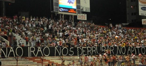 náutico atlético-go protesto arbitragem (Foto: Aldo Carneiro / Pernambuco Press)