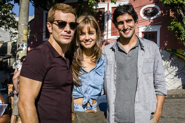 Daniel de Oliveira, Sophie Charlotte e Renato Góes nas gravações de Os Dias Eram Assim, no Rio (Foto: Globo/Sergio Zalis)