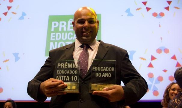 Diego Mahfouz Faria Lima leva o prêmio de Educador do Ano (Foto: Globo/ Amanda Freitas)