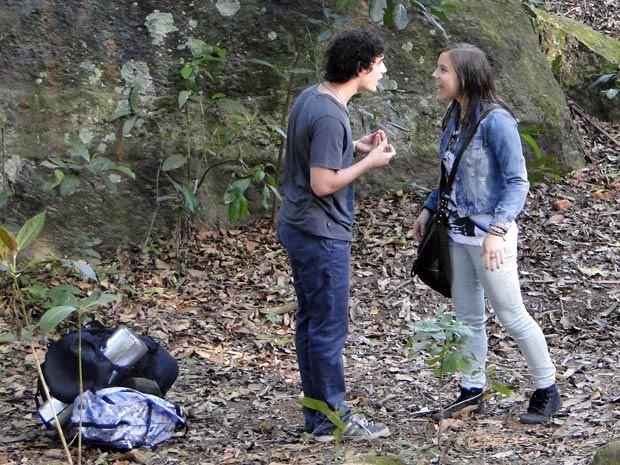 Não adianta, o casal não consegue ficar junto sem brigar um pouquinho (Foto: Malhação / TV Globo)