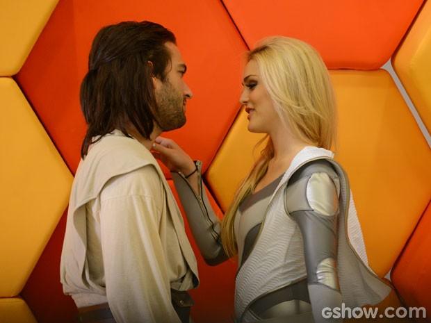 Megan faz de tudo para seduzir Davi (Foto: Raphael Dias/TV Globo)