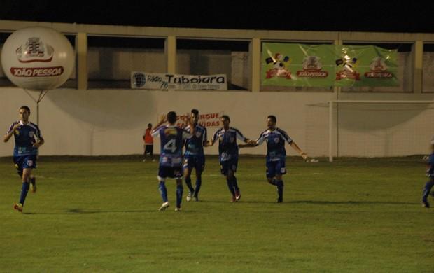 Cruzeiro de Itaporanga empatou o jogo no primeiro tempo, mas viu o Botafogo-pb distanciar (Foto: Richardson Gray / Globoesporte.com/pb)