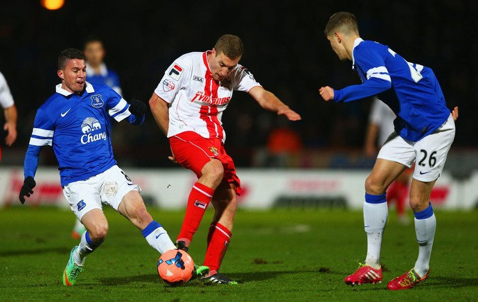 Bryan Oviedo Everton Simon Heslop Stevenage FA cup (Foto: Agência Getty Images)
