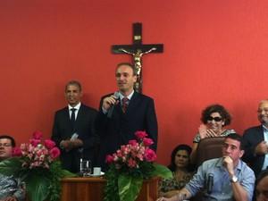 Jorge Babo discursa na Câmara, em cerimônia de posse na prefeitura de Barra do Piraí, RJ (Foto: Isabelle Saleme/TV Rio Sul)