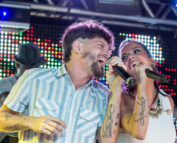 """Saulo Fernandes compôs a atual música de trabalho de Ju Moraes: """"Na Palma da Mão"""" (Foto: Reprodução/Filipe Rodrigues)"""