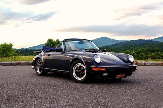 Porsche 911 Carrera conversível 1987 pode ser alugado por US$ 330 (Foto: Reprodução)