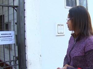 Ariadne Regina foi ao PAT pela manhã, mas unidade estava fechada (Foto: Cesar Fontenele/EPTV)