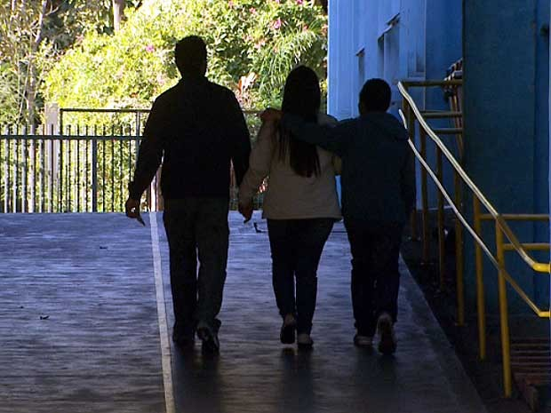 Pais que receberam bilhete de professora chegam em escola de Sumaré (Foto: Reprodução EPTV)