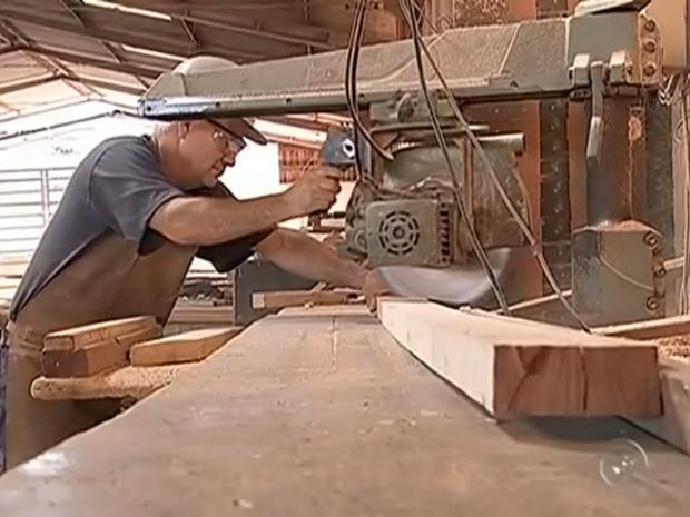 Construção civil perdeu 46 postos de emprego neste ano em Tatuí (Foto: Reprodução/TV TEM)