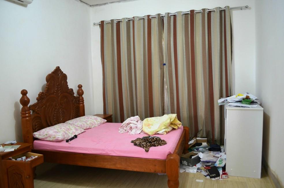 Homem adentrou na residência e revirou vários móveis em busca de dinheiro e joias (Foto: Aline Lopes/G1)